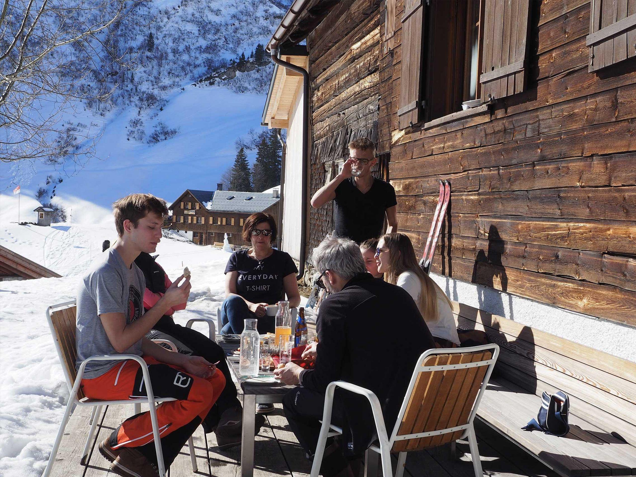 Mittags auf der Terrasse