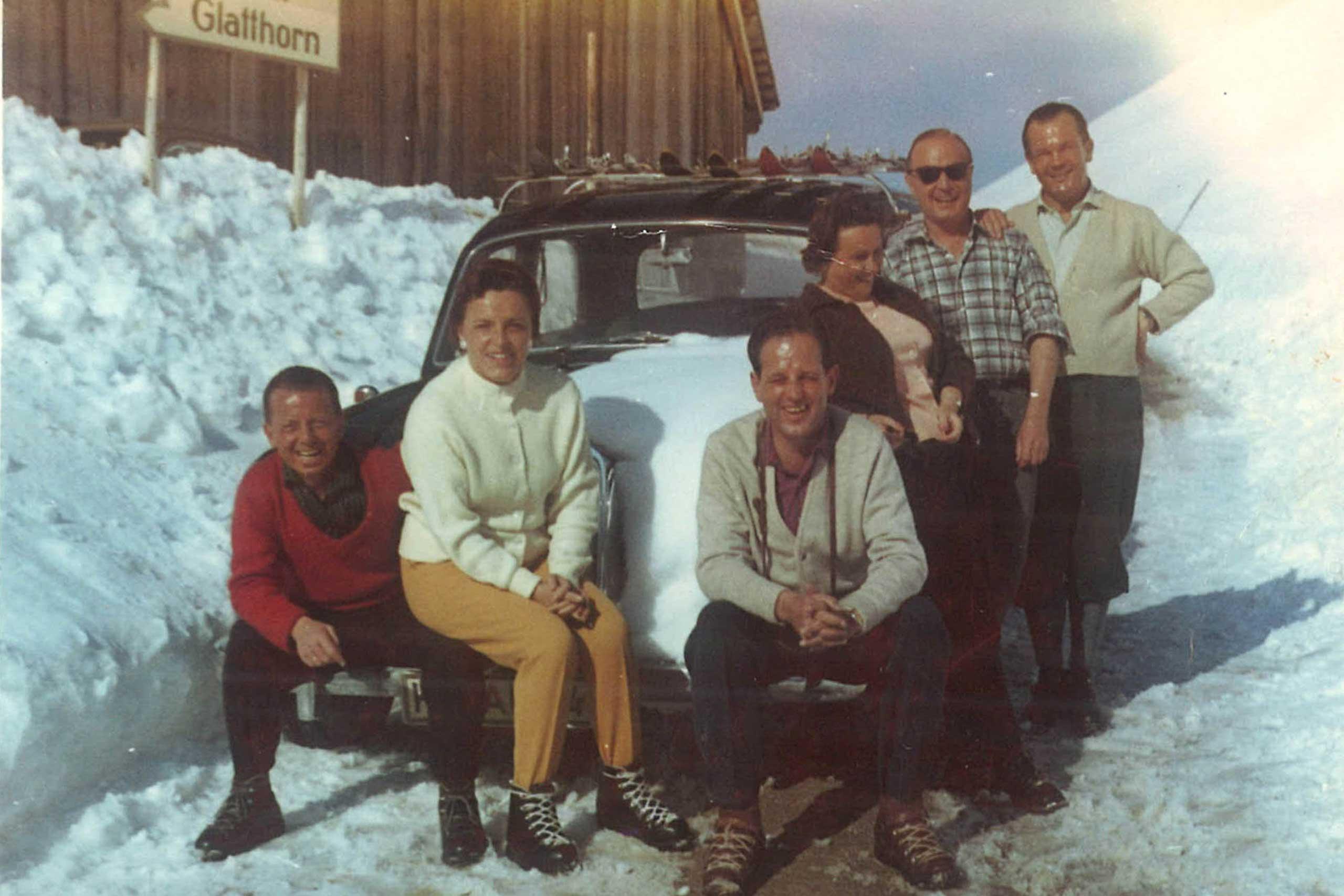 Die ersten Gäste mit dem Auto