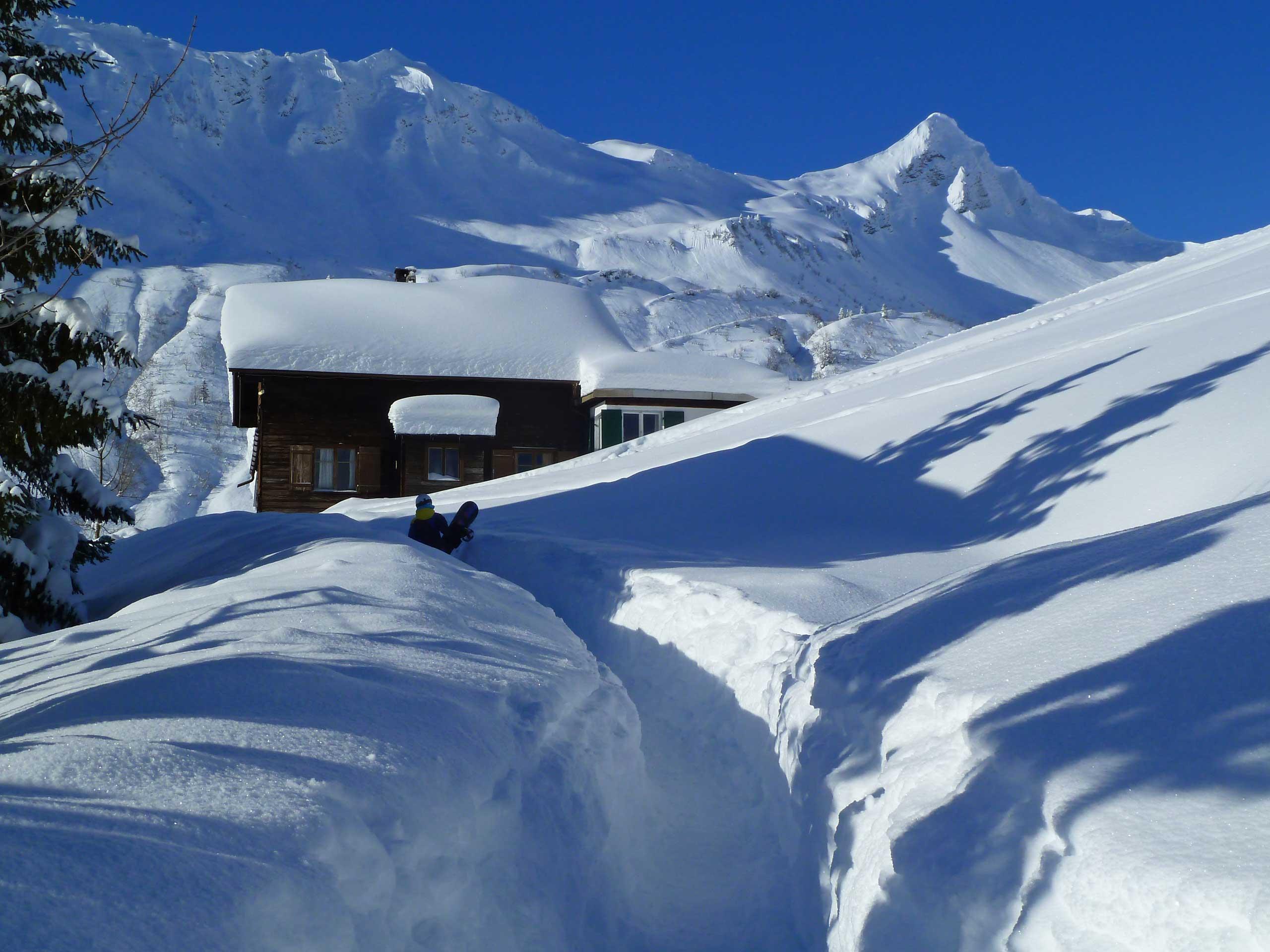 Haus Glatthorn tief verschneit